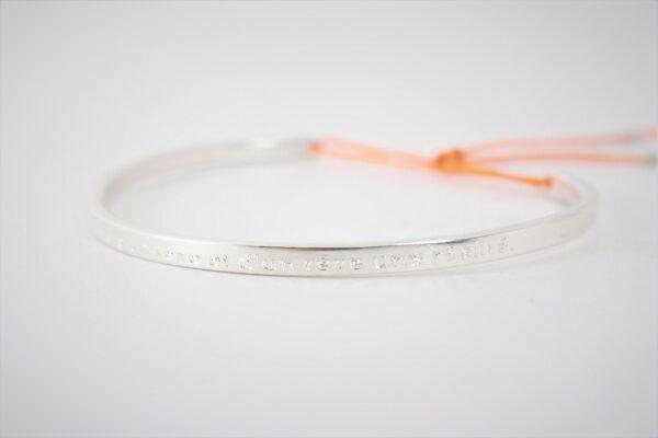 Bracelet jonc habillé gravé en argent massif Fabrication artisanale dans le vieux lyon