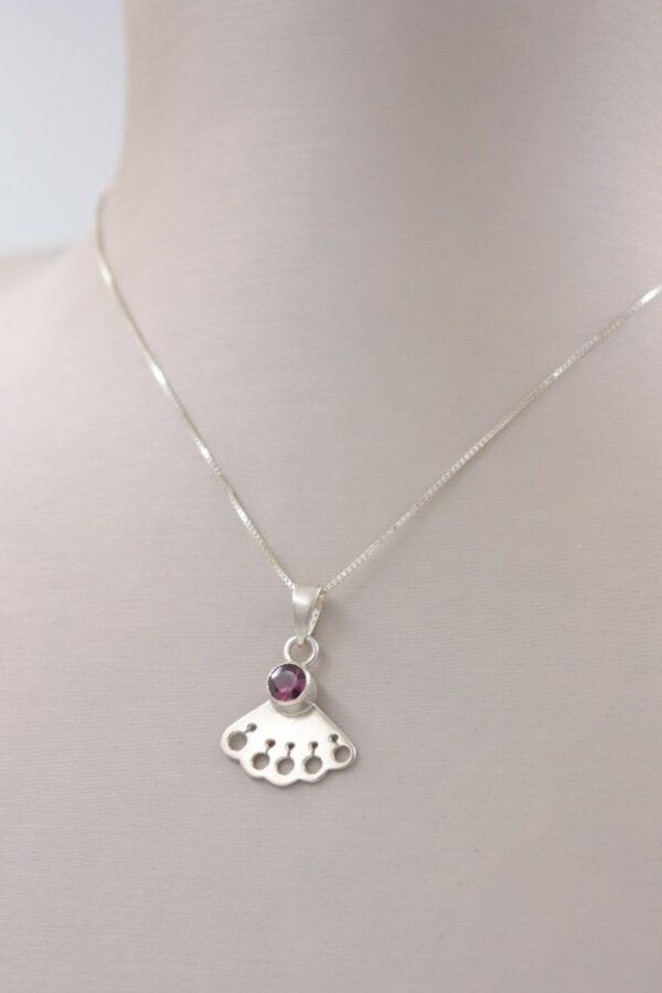 Petit collier pendentif rhodolite en argent Fabrication artisanale dans le vieux lyon