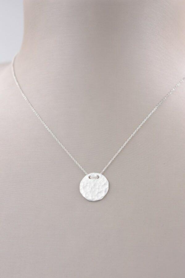 Petit collier pendentif cercle plein en argent Fabrication artisanale dans le vieux lyon