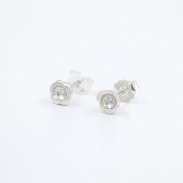 Boucles d'oreilles délicates en argent avec diamants Fabrication artisanale dans le vieux lyon
